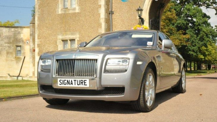 rolls_royce_ghost_with_hotel_entrance_front